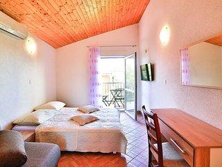 2 bedroom Apartment in Petomavar, Splitsko-Dalmatinska Županija, Croatia : ref