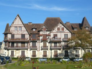 2 bedroom Apartment in Cabourg, Normandy, France : ref 5517986