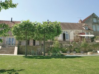 3 bedroom Villa in Montréal, Bourgogne-Franche-Comté, France : ref 5522209