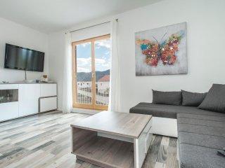 4 bedroom Villa in Kostanje, Splitsko-Dalmatinska A1/2upanija, Croatia : ref 55714
