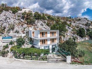 4 bedroom Villa in Kostanje, Splitsko-Dalmatinska Zupanija, Croatia : ref 557146