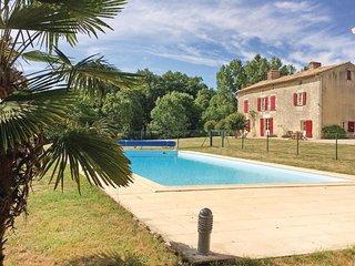 5 bedroom Villa in Saint-Maixent-de-Beugné, Nouvelle-Aquitaine, France : ref 552