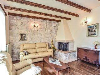 4 bedroom Villa in Grabovac, Splitsko-Dalmatinska Županija, Croatia : ref 55627
