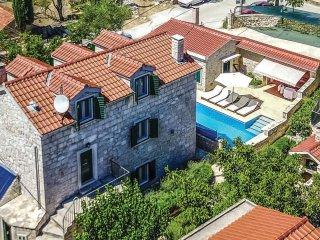 4 bedroom Villa in Grabovac, Splitsko-Dalmatinska Zupanija, Croatia : ref 556270