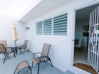 Urban Bohio -  2 bedroom 2 blocks from the Ocean Park Beach