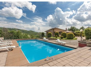 4 bedroom Villa in Fabro Scalo, Umbria, Italy : ref 5571340