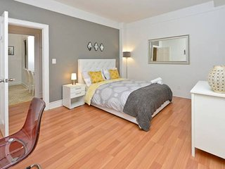 Modern minimalist UES apt just 15min walk to Central Park and Museum Mile