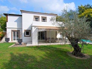 4 bedroom Villa in Le Four-a-Chaux, Provence-Alpes-Cote d'Azur, France : ref 551