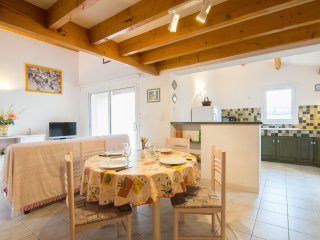 3 bedroom Villa in Pontaillac, Nouvelle-Aquitaine, France : ref 5513560