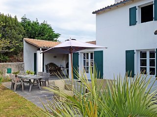 2 bedroom Villa in Sainte-Marie-de-Re, Nouvelle-Aquitaine, France : ref 5517330