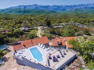 3 bedroom Villa in Šarići, Splitsko-Dalmatinska Županija, Croatia : ref 5571420