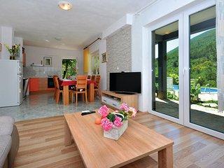 3 bedroom Villa in Orlovac, Splitsko-Dalmatinska A1/2upanija, Croatia : ref 556251