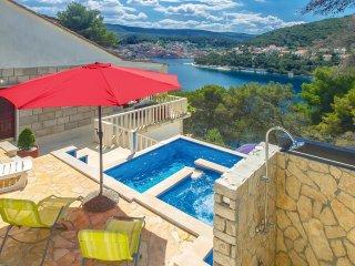 5 bedroom Villa in Pucisca, Splitsko-Dalmatinska Zupanija, Croatia : ref 5522497
