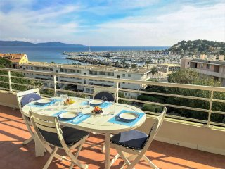 "2 bedroom Apartment in Cavalaire-sur-Mer, Provence-Alpes-CA""te d'Azur, France :"