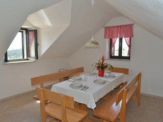 2 bedroom Villa in Donji Humac, Splitsko-Dalmatinska Zupanija, Croatia : ref 551