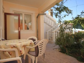 Lukoran Holiday Home Sleeps 8 with Air Con and WiFi - 5468332