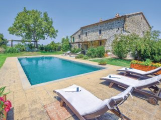 5 bedroom Villa in Vaiano, Latium, Italy : ref 5549263