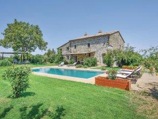 5 bedroom Villa in Vaiano, Latium, Italy : ref 5549263