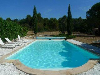 Magnifique propriete au ceour d'un parc privee de 2 hectares avec piscine