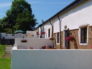 WOODLAND COTTAGES:OWL COTTAGE - Very dog friendly accommodation in North Devon
