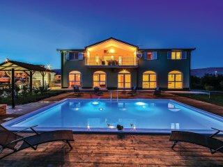 8 bedroom Villa in Divulje, Splitsko-Dalmatinska Županija, Croatia : ref 5562507