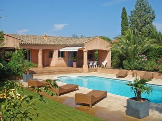 3 bedroom Villa in Cogolin, Provence-Alpes-Cote d'Azur, France : ref 5514931