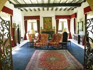 8 bedroom Villa in Voutenay-sur-Cure, Bourgogne-Franche-Comté, France : ref 5569