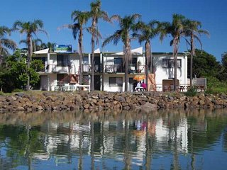 Beachfront 6, 25 Willow Street,