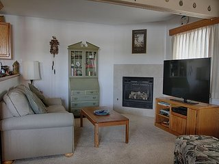 DG107- Two bedroom condo, sleeps 5, gas fireplace
