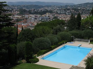 1 bedroom Apartment with Pool, WiFi and Walk to Shops - 5051984