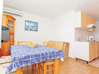 3 bedroom Apartment in Omisalj, Primorsko-Goranska Zupanija, Croatia : ref 55211