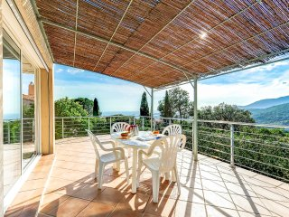 2 bedroom Villa in La Croix-Valmer, Provence-Alpes-Cote d'Azur, France : ref 554