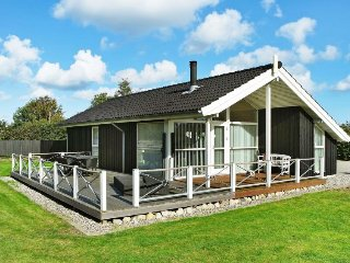 Fruerlund Holiday Home Sleeps 6 - 5026434