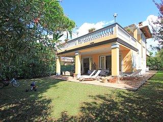 6 bedroom Villa in Forte dei Marmi, Tuscany, Italy : ref 5517672