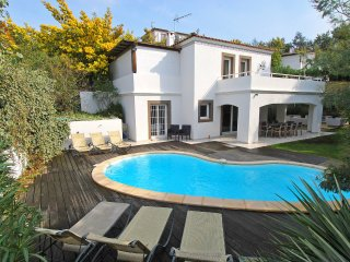 4 bedroom Villa in Le Four-a-Chaux, Provence-Alpes-Cote d'Azur, France : ref 551