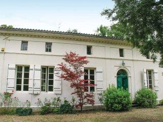 10 bedroom Villa in Saint-Front-de-Pradoux, Nouvelle-Aquitaine, France : ref 552