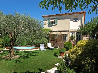 3 bedroom Villa in Carpentras, Provence-Alpes-Cote d'Azur, France : ref 5515210