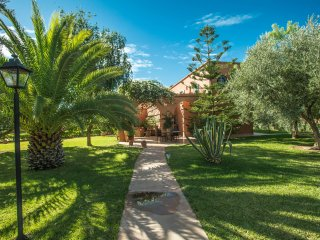 VILLA 'LES OLIVIERS' 4 CHAMBRES JARDIN D'1 HECTARE AVEC PISCINE, POOL HOUSE