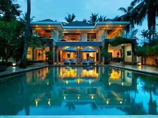 Luxury beachfront villa- 5 min from a secret white sand beach