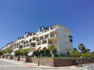 PERFECT LOCATION IN RESIDENTIAL DUQUESA