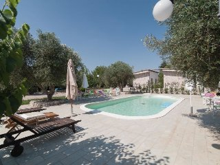 2 bedroom Villa with Pool and Air Con - 5696616