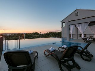 Apartment Belona with Swimming Pool II