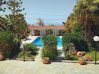 Alepochori Beach stunning Villa with Olympic Pool