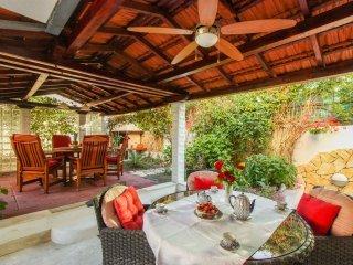 Apartment Green Paradise with Garden
