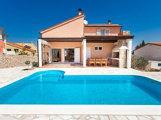 Villa Anfiteatro Adriatico with Pool