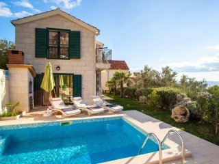 Villa Nirvana with Swimming Pool