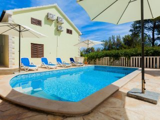 Villa White Coral with Swimming Pool