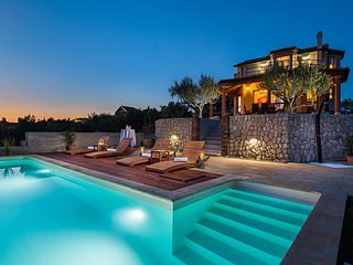 Luxury Villa Antoneta with Swimming Pool