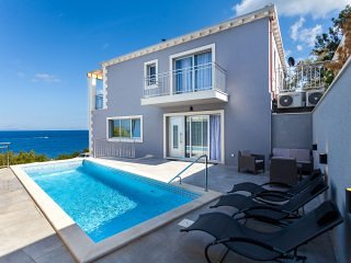 Beachfront Villa Verbena with Pool