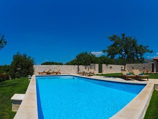 Villa Fiore Rosso with Swimming Pool